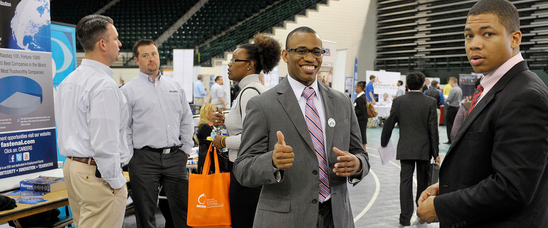 SUCCESS_Career-Fair_thumbsup-1800×750